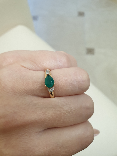 Красивое кольцо с агатом и бриллиантами