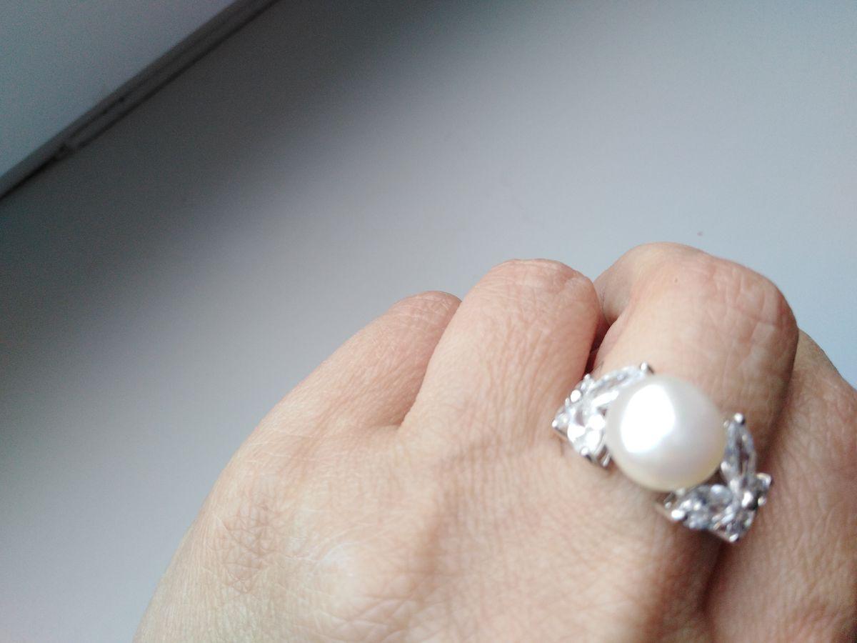 Кольцо с жемчугом.