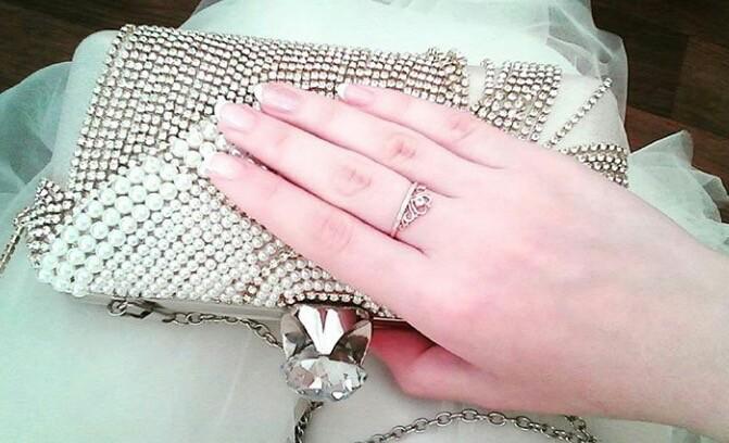 Носит кольцо короны,женьщины чвустьвует себя королевой💎по чаще подарите 💍