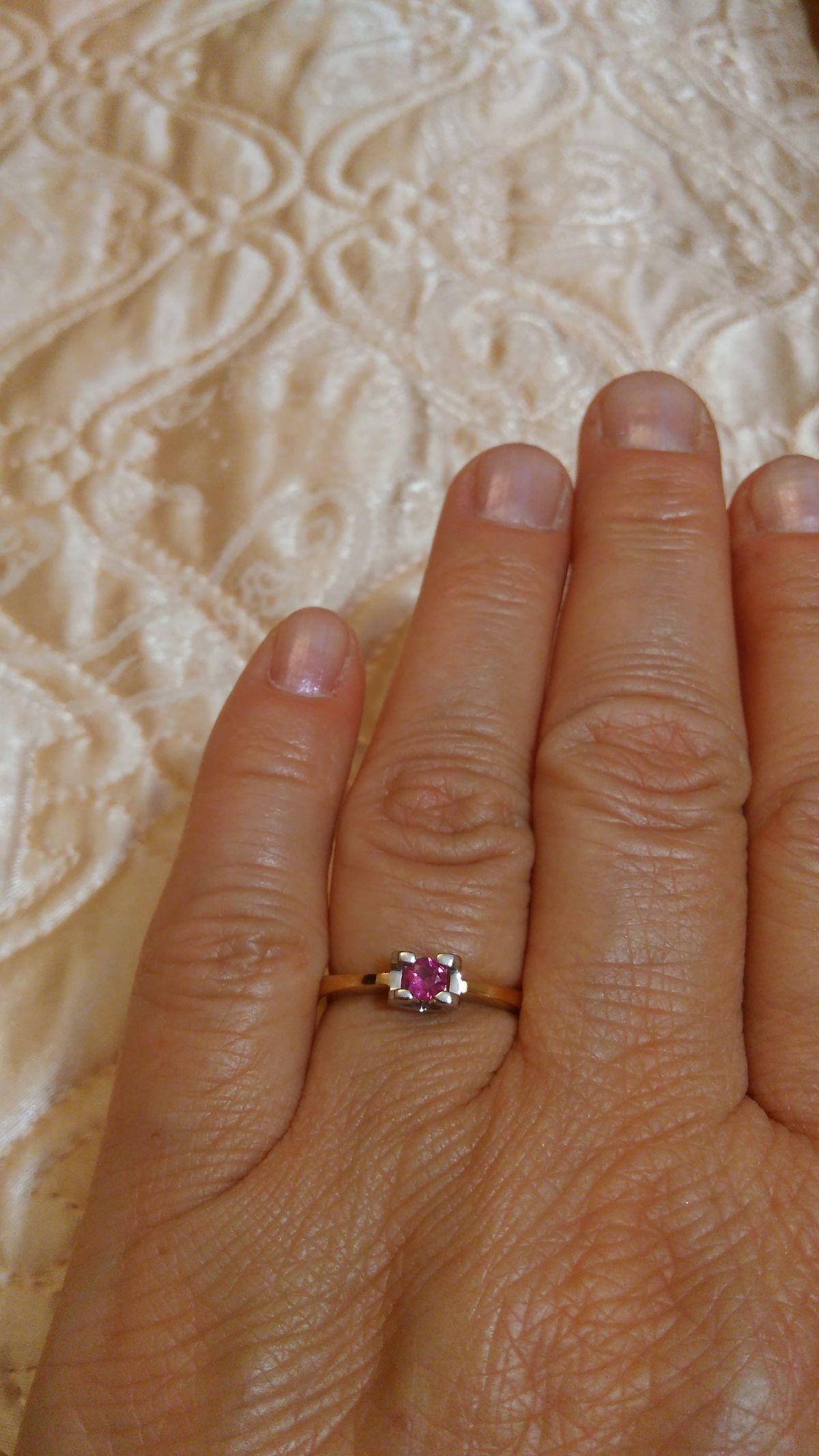Кольцо с рубином.