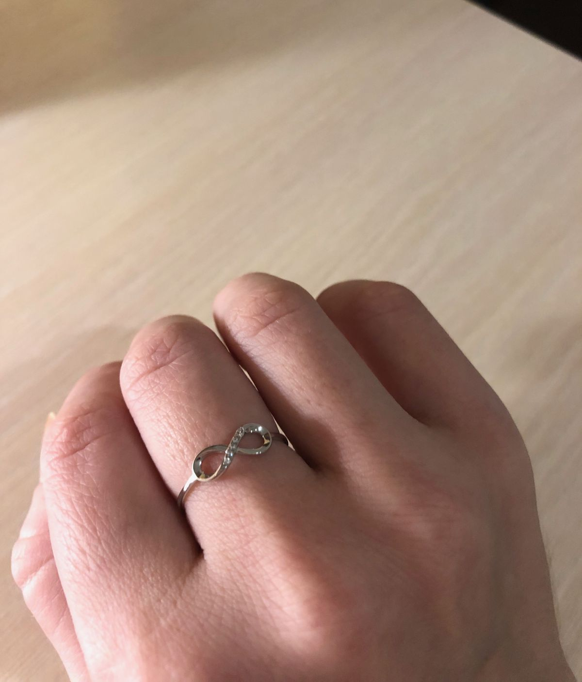 Кольцо с символом из белого золота