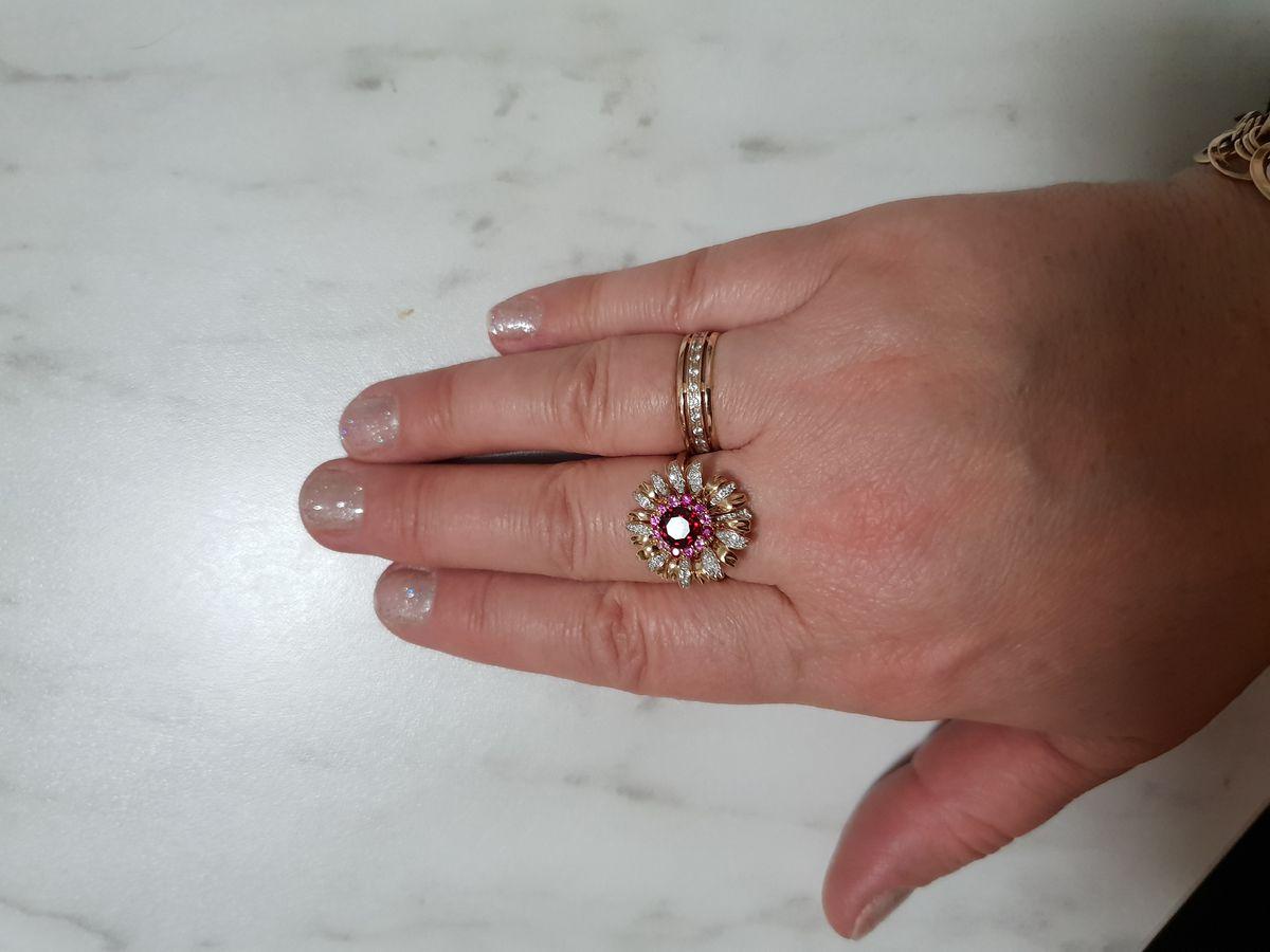 Кольцо подарил супруг на 10 лет нашего знакомства,я в полном восторге!
