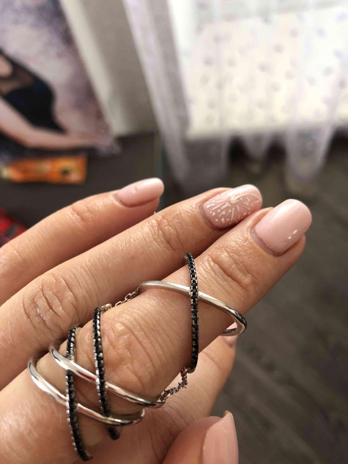 Стильное кольцо с фианитами