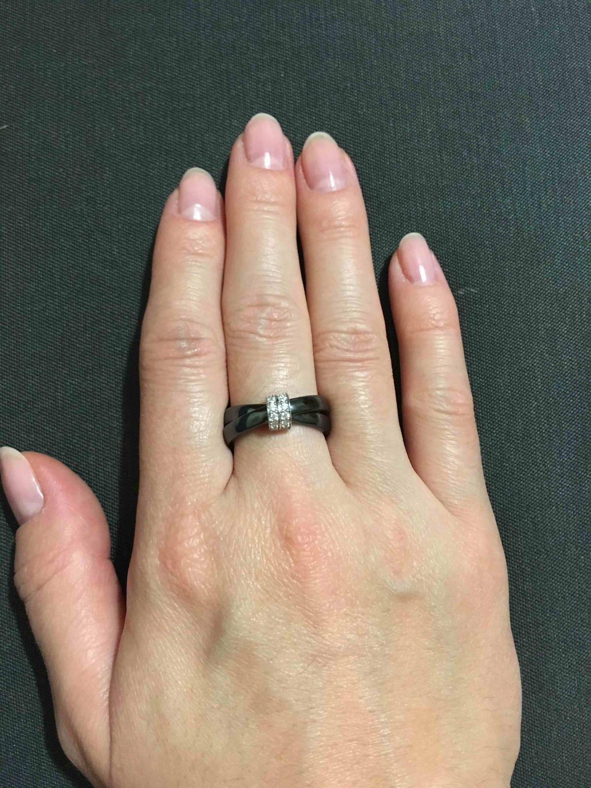 Керамическое кольцо со вставкой из фианита