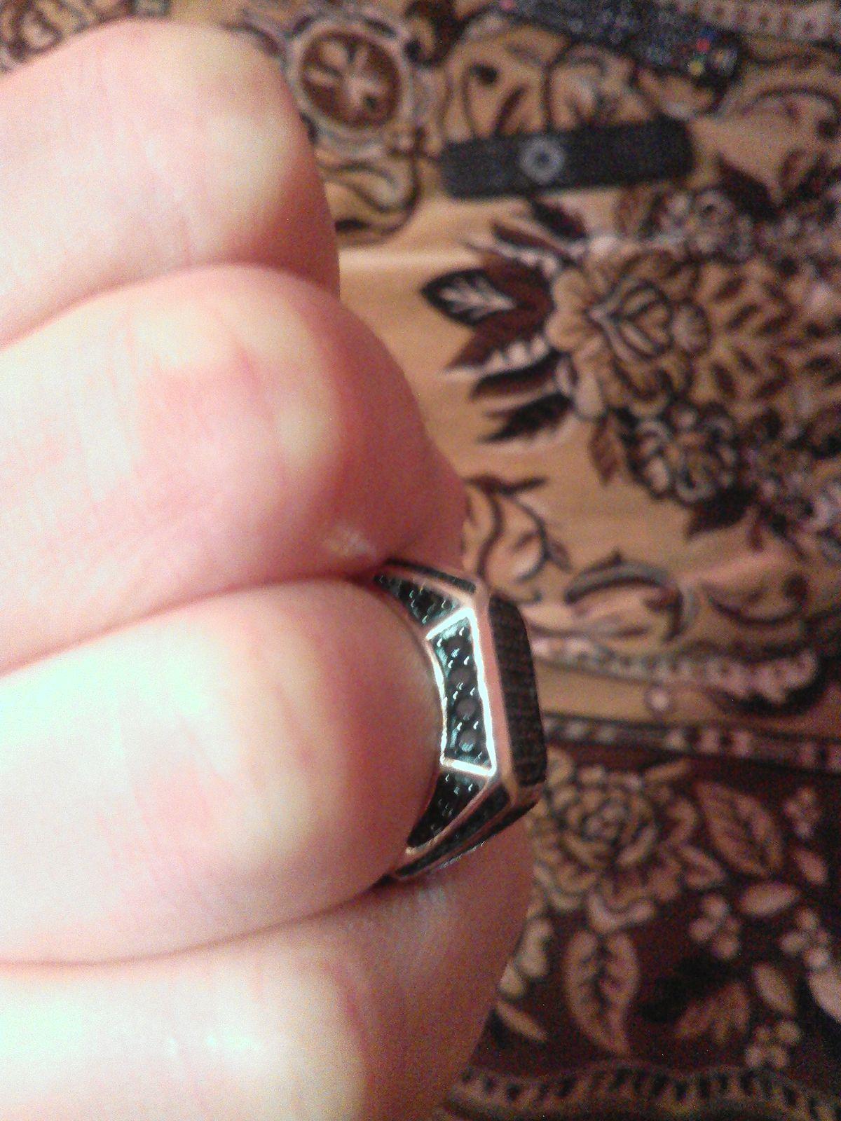 Кольцо красивое,элегантное, на руке не большое мне маленькое,эффектное