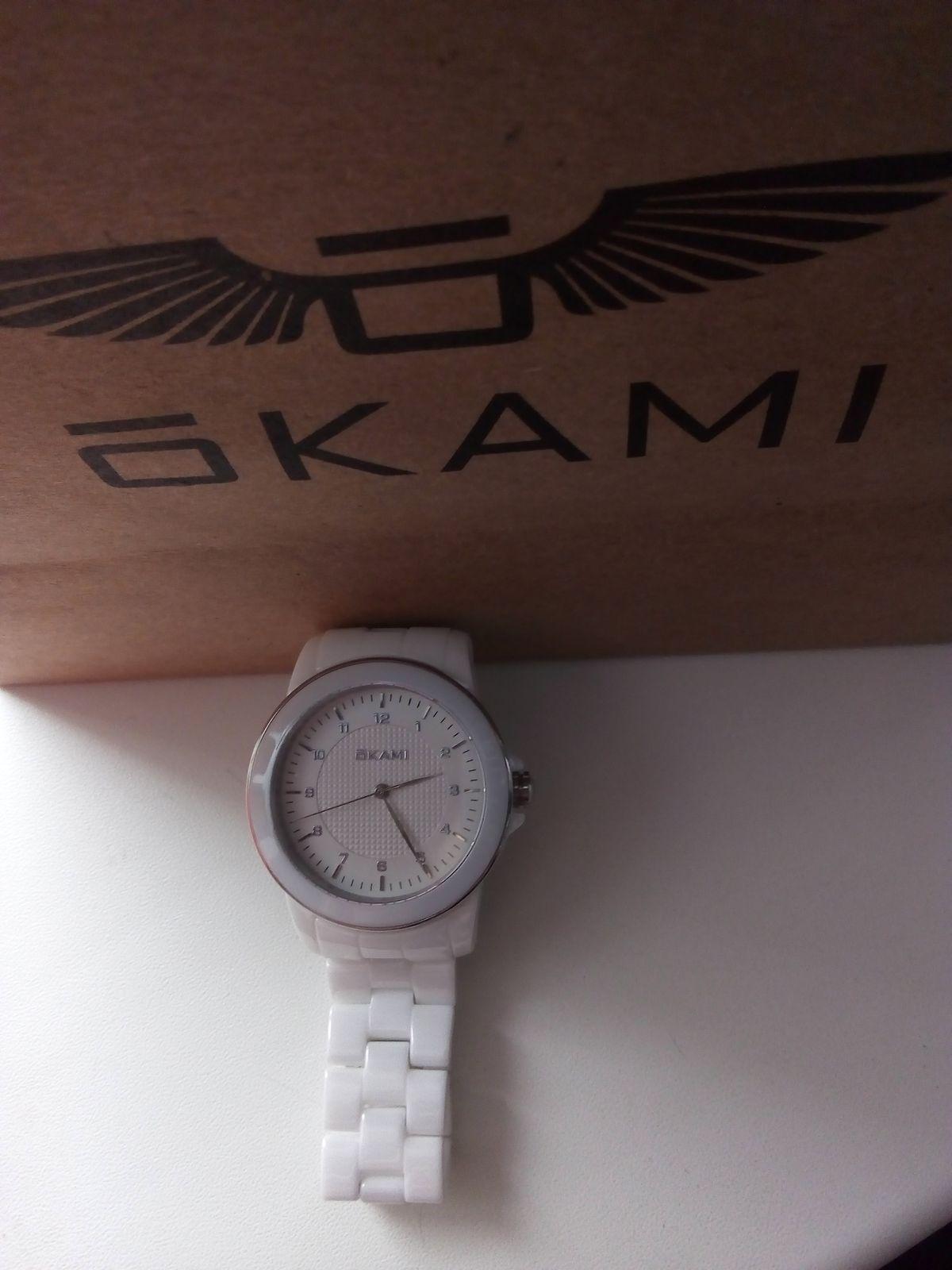 Стильные, белоснежные часы!