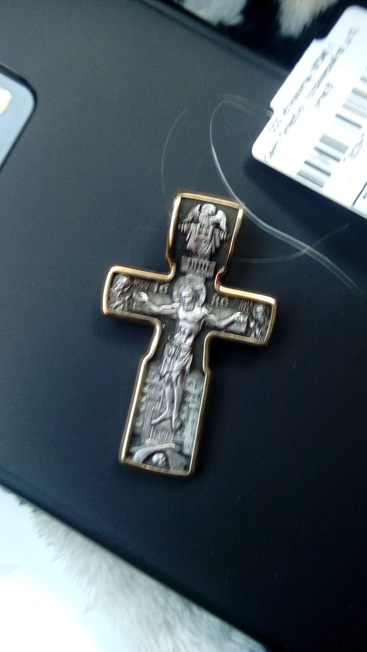 Четкий крест, весомый.
