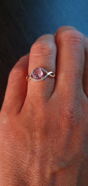 Очень нежное, красивое кольцо с аметистом и фианитами
