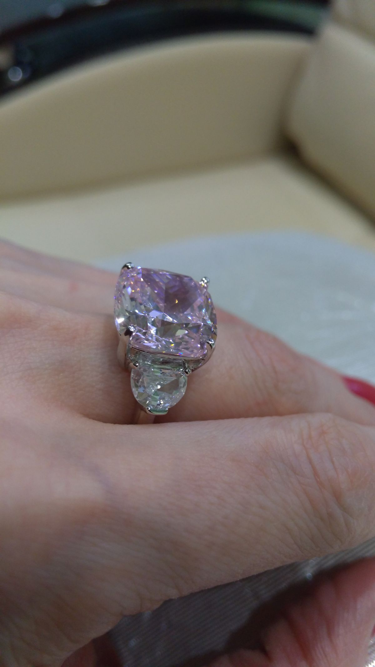 Восхитительное кольцо с фианитами