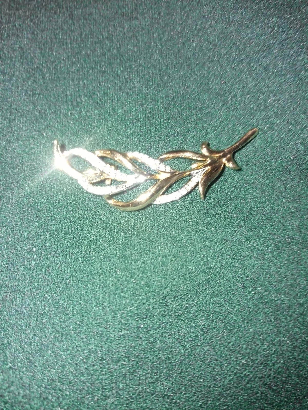 Очень красивая брошь с бриллиантами!!!