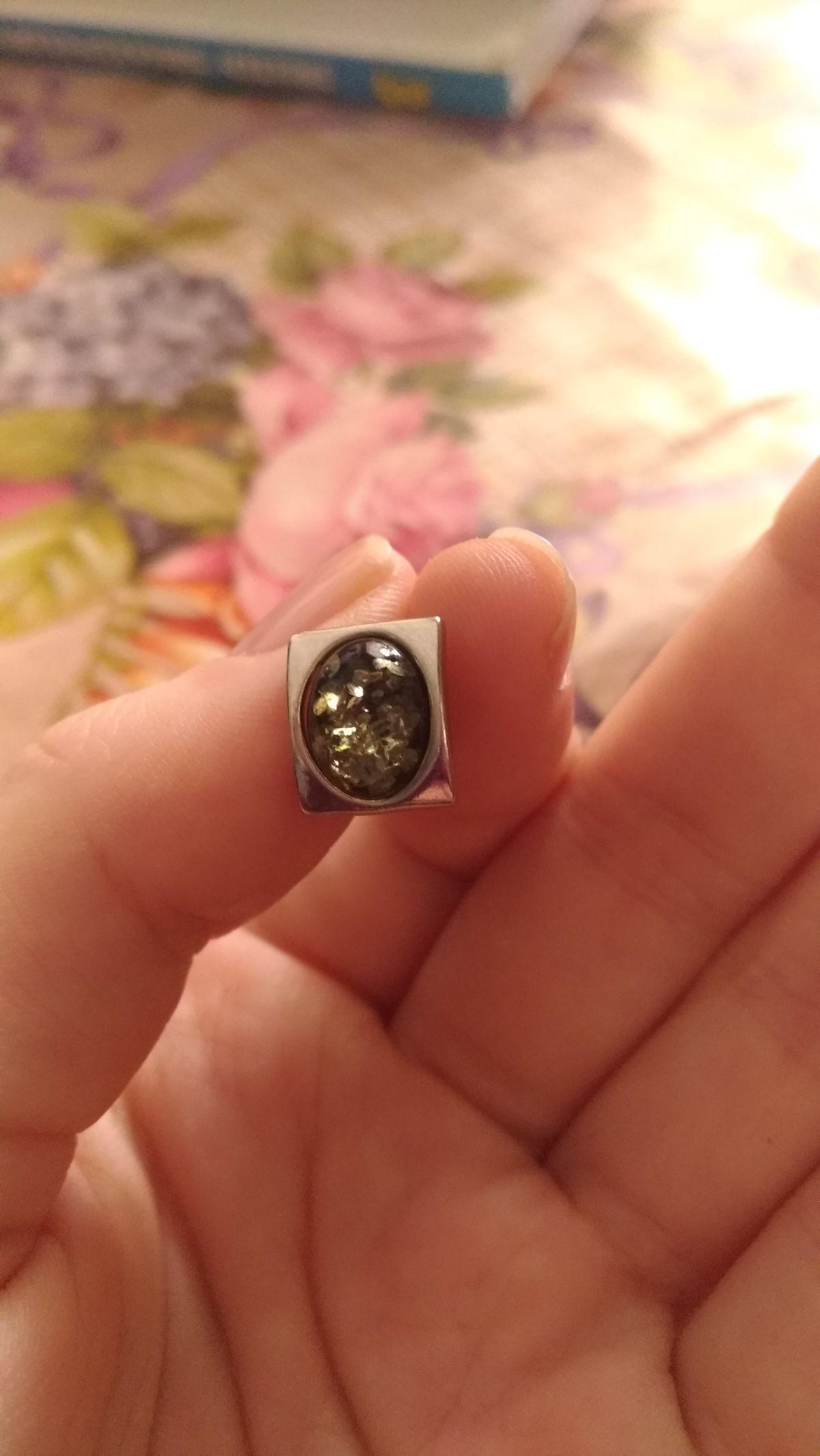 Есть кольцо и серьги.