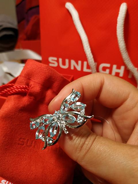 Серебряная брошь с топазами и фианитами в формате бабочки