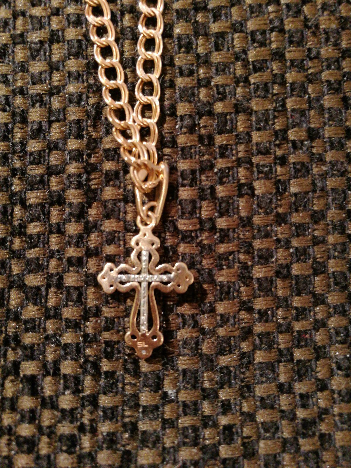Золотой крестик.