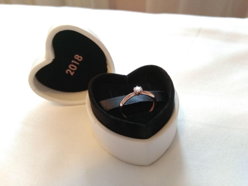 Помолвочное новогоднее кольцо.