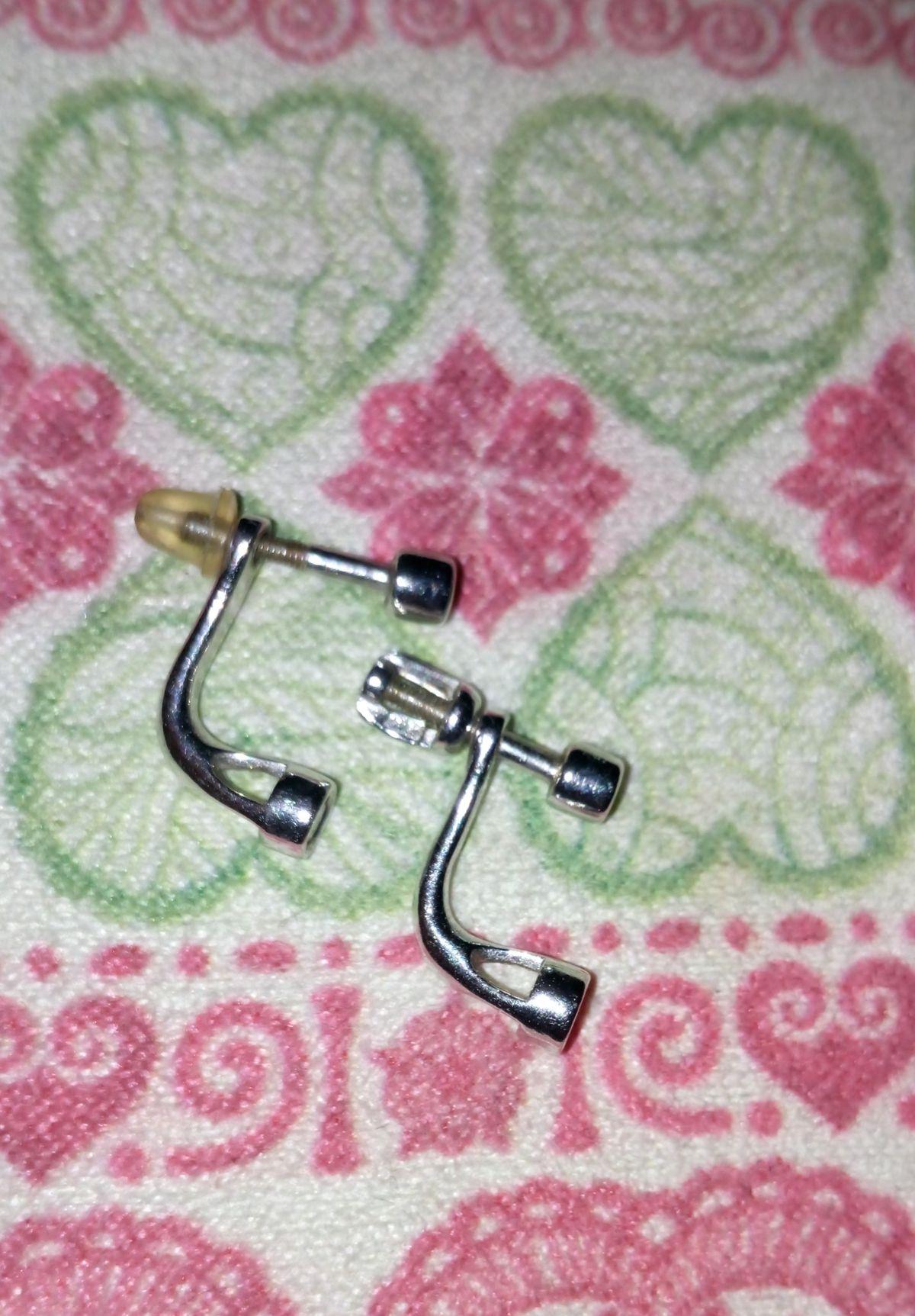 Красивые, миниатюрные серьги